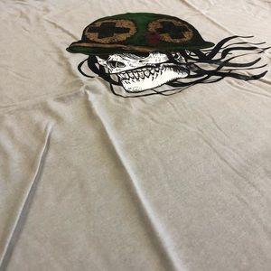 War skull and bones paramedic T-shirt